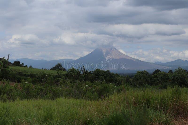 Βουνό Sinabung στοκ εικόνες