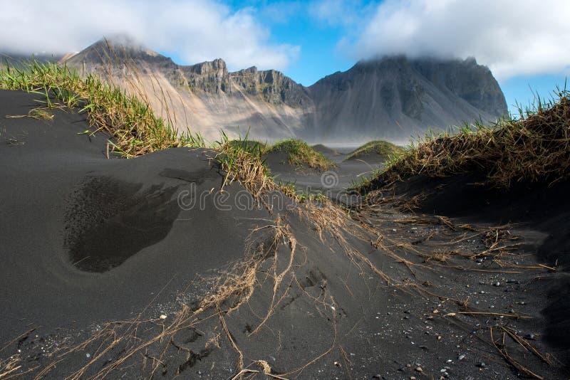 Βουνό Vestrahorn σε Stokksnes, Ισλανδία στοκ φωτογραφίες