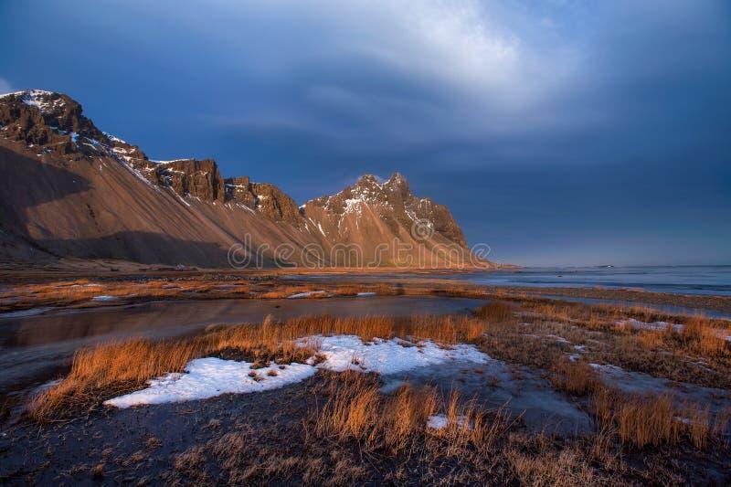 Βουνό Vestrahorn στη χερσόνησο Stokksnes, Hofn, Ισλανδία στοκ εικόνα με δικαίωμα ελεύθερης χρήσης