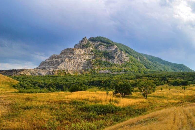 Βουνό Zmeyka κοντά στην πόλη Mineralnye Vody, Καύκασος, Ρωσία στοκ εικόνα