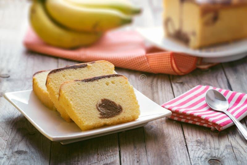 Βουτύρου κέικ τα στηρίγματα που περιβάλλονται με στοκ εικόνες με δικαίωμα ελεύθερης χρήσης