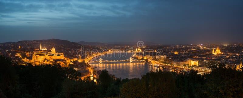 Βουδαπέστη τή νύχτα στοκ φωτογραφία με δικαίωμα ελεύθερης χρήσης