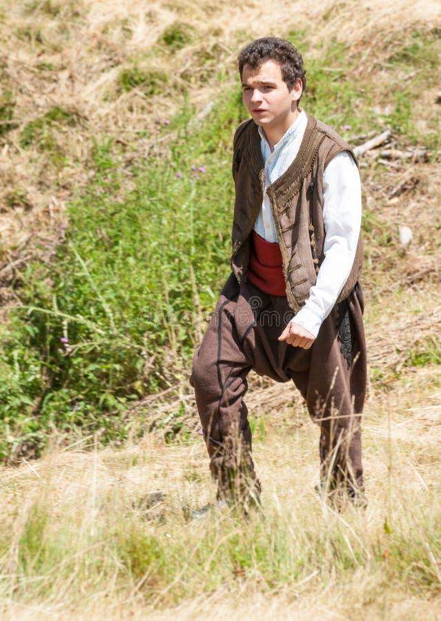 Βουλγαρικός χωρικός στο εθνικό κοστούμι στοκ εικόνες