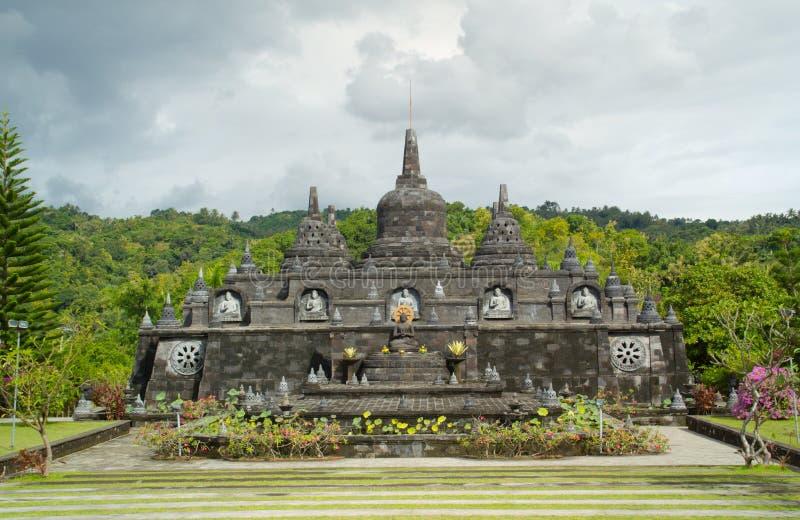 Βουδιστικός ναός με τα stupas στο Μπαλί, Ινδονησία στοκ φωτογραφία