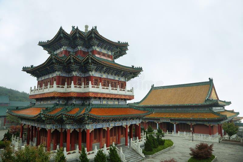 Βουδιστικός ναός στο εθνικό πάρκο βουνών Tianmen στοκ φωτογραφία με δικαίωμα ελεύθερης χρήσης