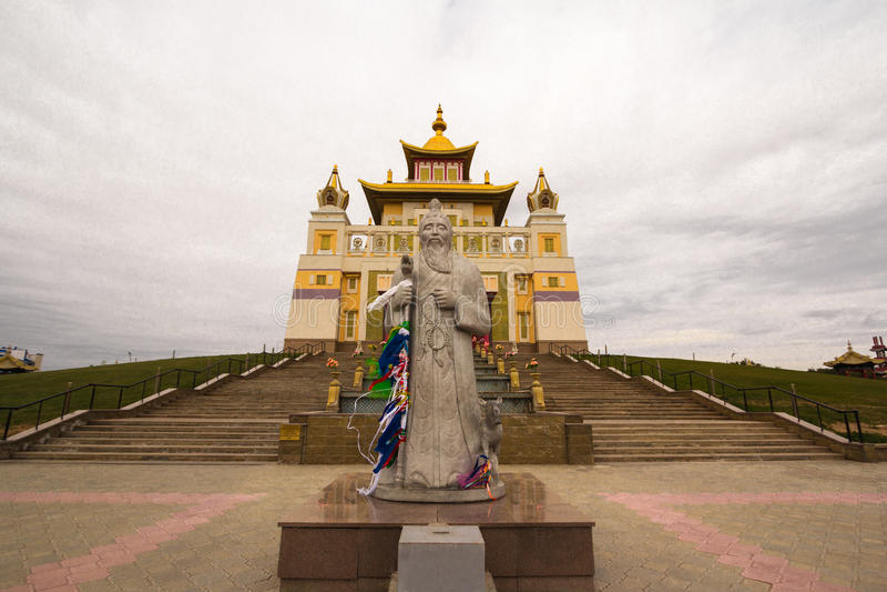 Download Βουδιστικός ναός της Καλμουκίας Elista Στοκ Εικόνες - εικόνα από ουρανός, βουδισμού: 62708234