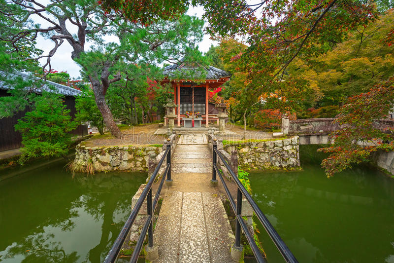Βουδιστικός ναός kiyomizu-Dera στο Κιότο κατά τη διάρκεια της εποχής φθινοπώρου στοκ εικόνες