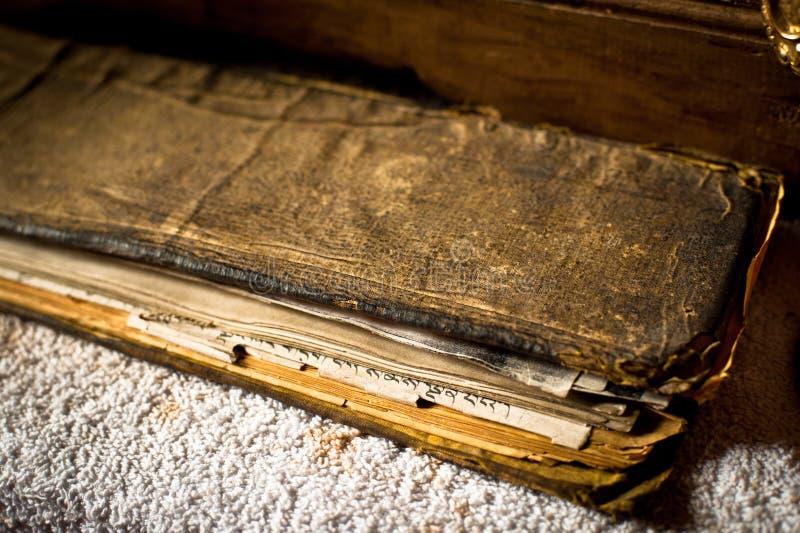Βουδιστικό βιβλίο προσευχής στο θιβετιανό μοναστήρι Spituk στοκ εικόνες