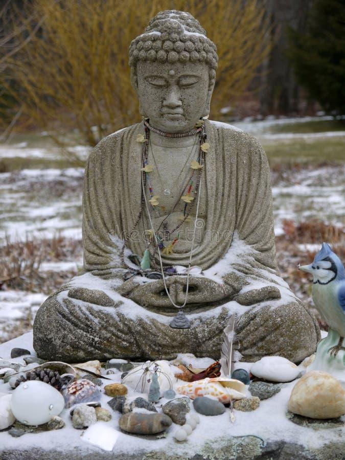 Βούδας: προσφορές χιονιού στοκ φωτογραφία
