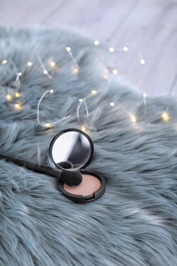 Βούρτσα και σκόνη Makeup στοκ φωτογραφία