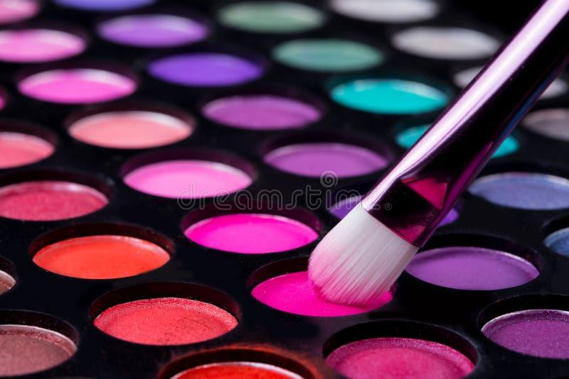Βούρτσες και σκιές ματιών σύνθεσης στοκ εικόνες με δικαίωμα ελεύθερης χρήσης