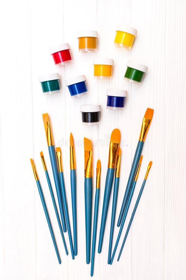 Βούρτσες και χρώμα στοκ φωτογραφία με δικαίωμα ελεύθερης χρήσης