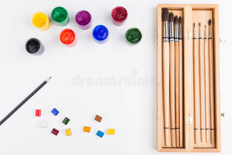 Βούρτσες, χρώμα και μολύβι στοκ φωτογραφίες