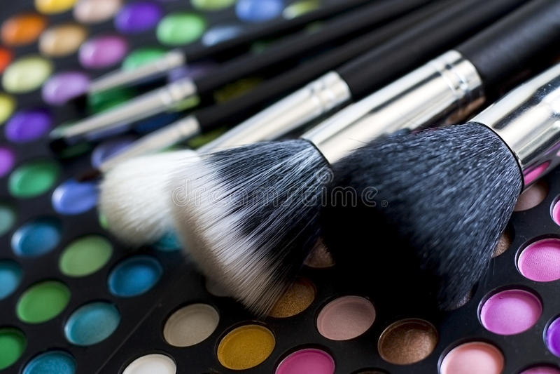 Βούρτσες Makeup και   σκιές ματιών στοκ εικόνες
