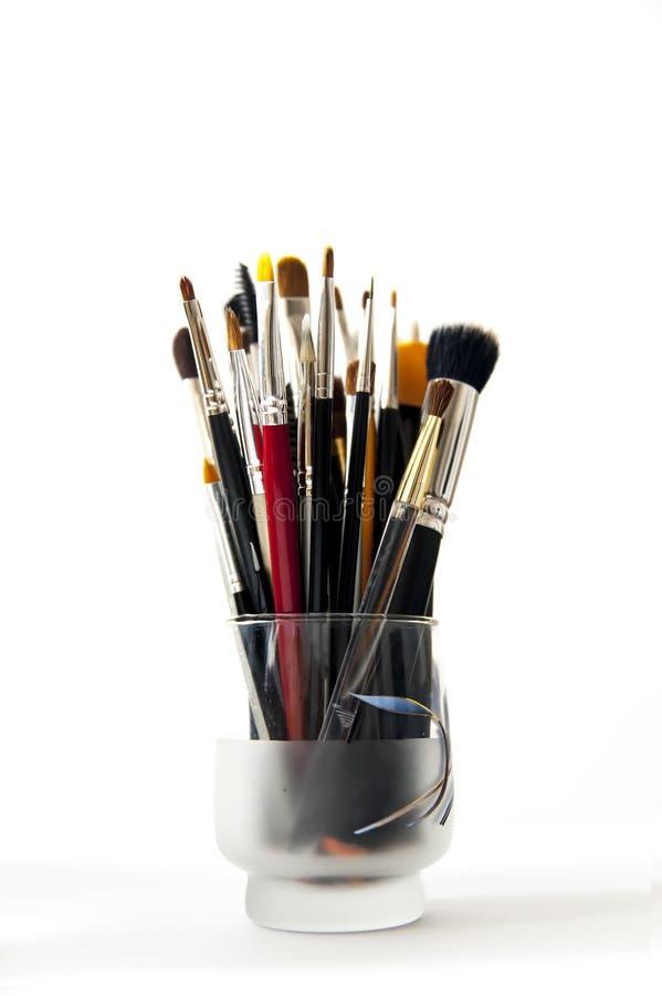 Βούρτσες Makeup σε ένα φλυτζάνι στοκ φωτογραφίες