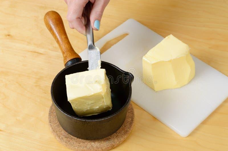 Βούτυρο στο τηγάνι στοκ φωτογραφία με δικαίωμα ελεύθερης χρήσης