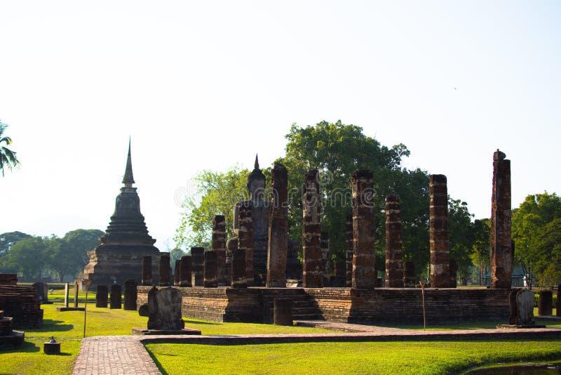 Βούδας στα ιστορικά πάρκα Sukhothai της Ταϊλάνδης στοκ εικόνα