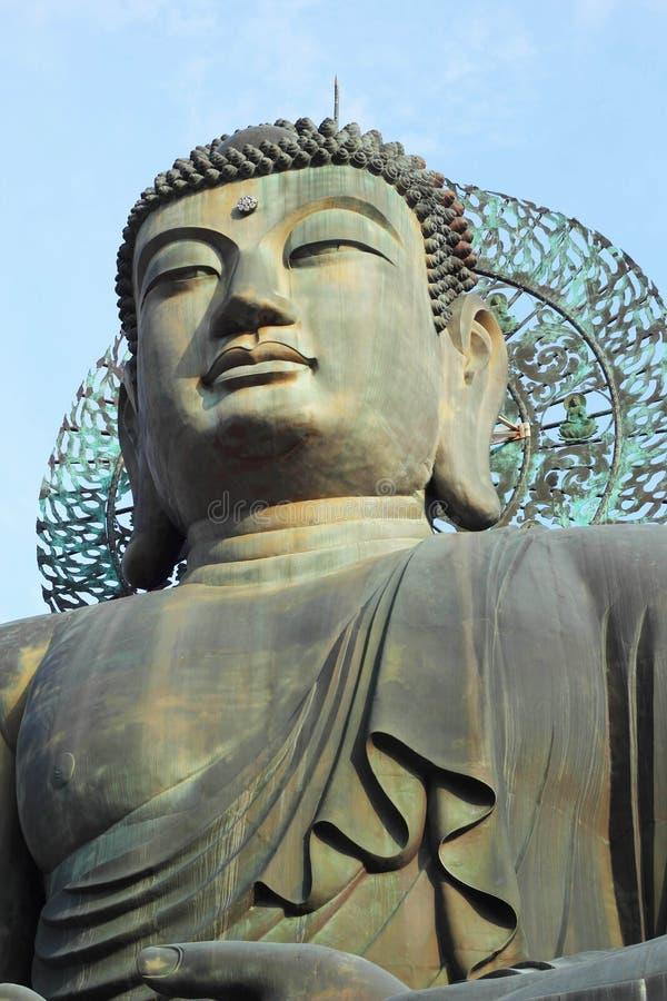 Βούδας στο ναό Sinheungsa στο εθνικό πάρκο Seoraksan, Sout στοκ φωτογραφία