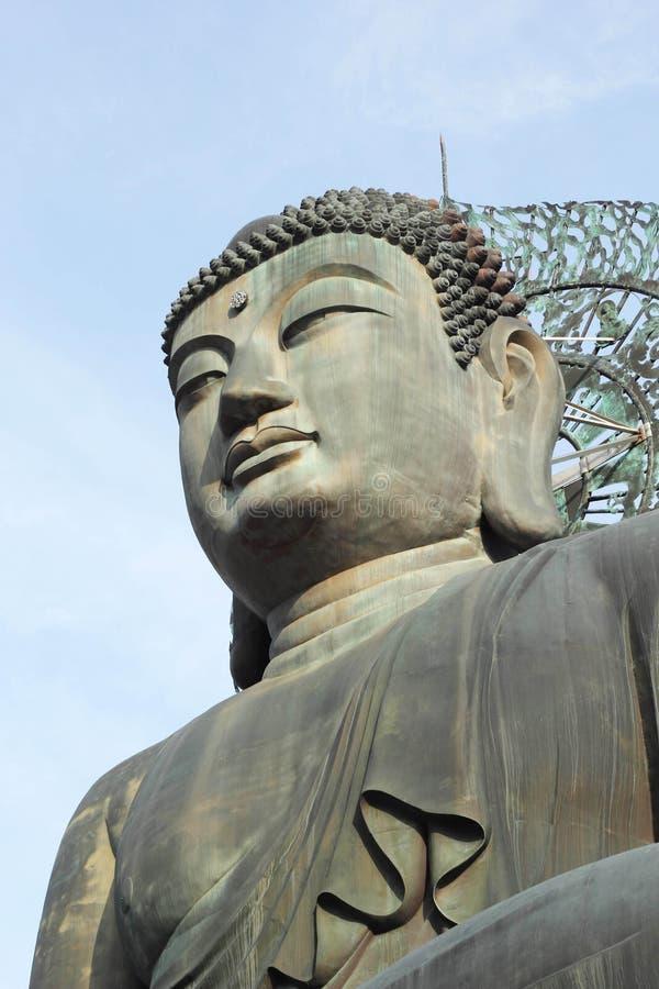 Βούδας στο ναό Sinheungsa στο εθνικό πάρκο Seoraksan, Sout στοκ εικόνα
