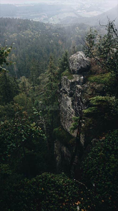 Βράχοι βουνών στοκ εικόνες με δικαίωμα ελεύθερης χρήσης