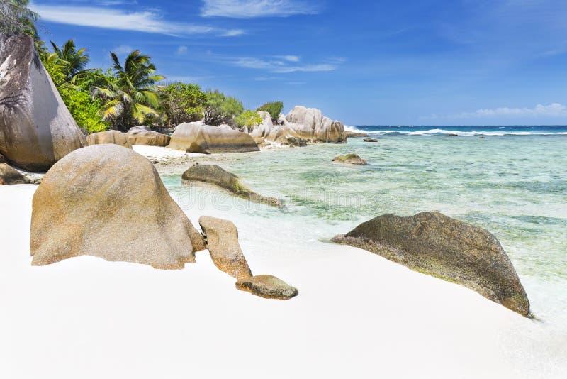 Βράχοι γρανίτη και τέλεια παραλία, Λα Digue, Σεϋχέλλες στοκ εικόνα με δικαίωμα ελεύθερης χρήσης