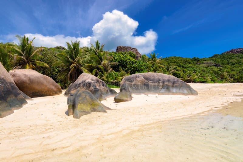 Βράχοι γρανίτη στην παραλία στο Λα Digue νησιών στις Σεϋχέλλες στοκ φωτογραφίες με δικαίωμα ελεύθερης χρήσης