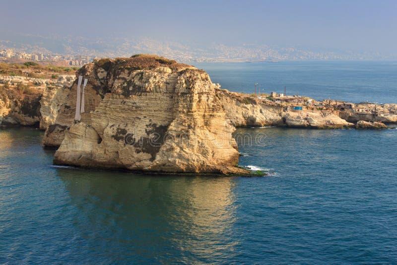 Βράχοι περιστεριών στην περιοχή Raouche, Βηρυττός, Λίβανος στοκ εικόνες