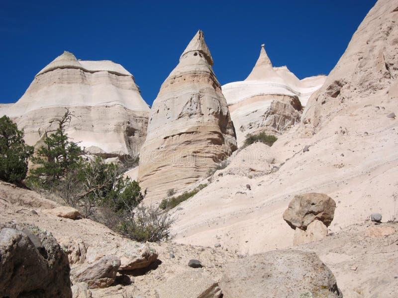 Βράχοι σκηνών - γεωλογικοί σχηματισμοί στην έρημο στοκ εικόνα