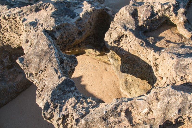 Βράχοι στην ακτή του Ατλαντικού Ωκεανού στοκ φωτογραφία με δικαίωμα ελεύθερης χρήσης