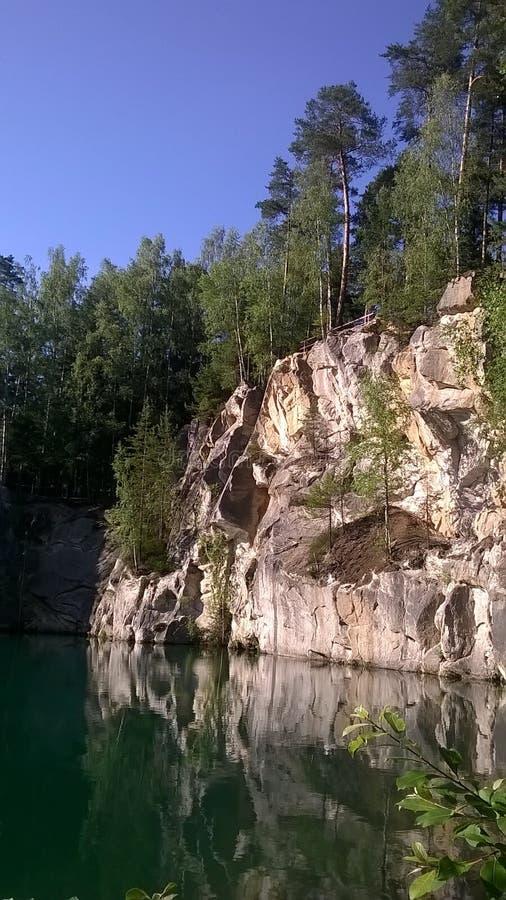 Βράχοι Adrspach - η λίμνη ταινιών σε CHKO Broumovsko στοκ εικόνες