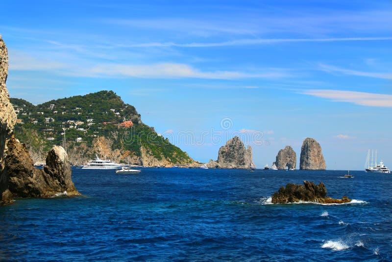Βράχοι Capri και Faraglioni στοκ φωτογραφίες