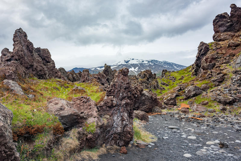 Βράχος λάβας και ηφαίστειο Snæfellsjokull, Ισλανδία στοκ εικόνες με δικαίωμα ελεύθερης χρήσης