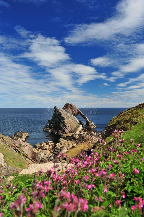 Βράχος βιολιών τόξων at low tide στοκ φωτογραφία