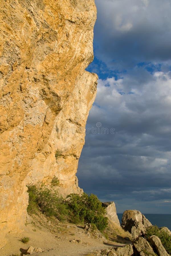 Βράχος και ουρανός στοκ φωτογραφίες