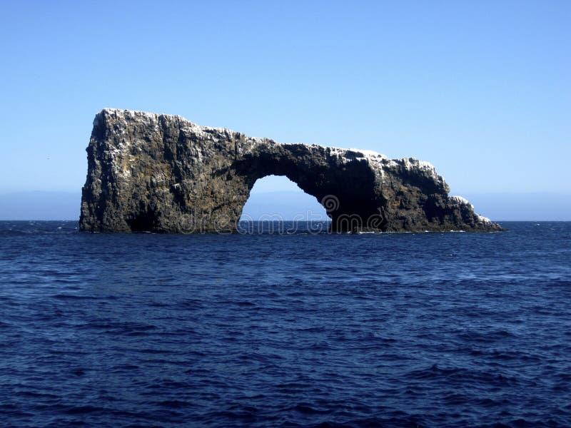 βράχος νησιών καναλιών αψίδ&o στοκ εικόνα με δικαίωμα ελεύθερης χρήσης