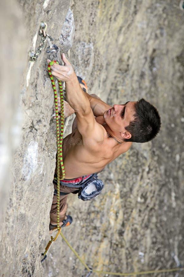 βράχος ορειβατών απότομων  στοκ φωτογραφίες