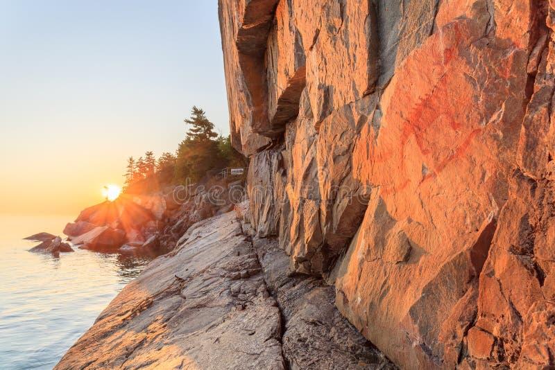 Βράχος Agawa στο ηλιοβασίλεμα στοκ φωτογραφίες