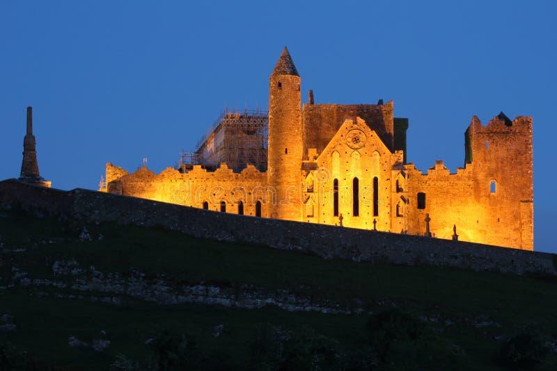 Βράχος Cashel τη νύχτα στοκ εικόνες