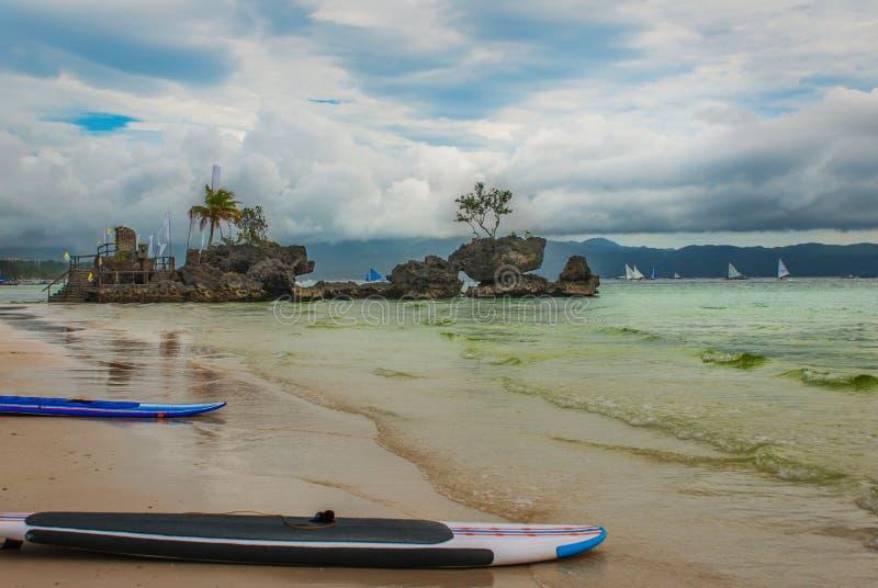 Βράχος Willys, που τοποθετείται στη διάσημη άσπρη παραλία, νησί Boracay, Φιλιππίνες στοκ φωτογραφία με δικαίωμα ελεύθερης χρήσης