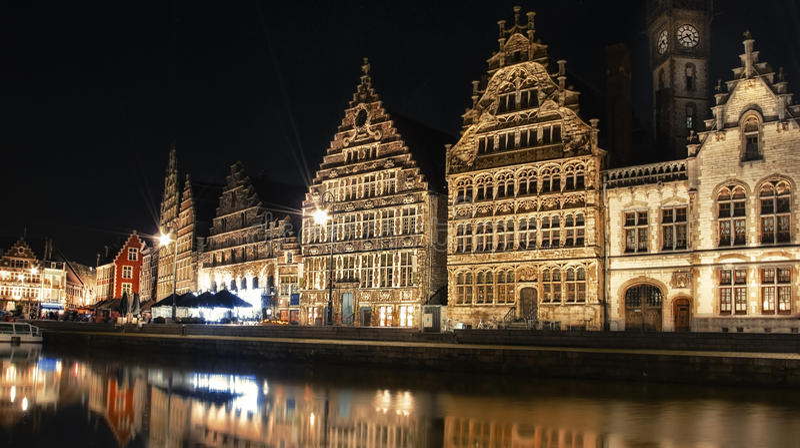 Βράδυ που πυροβολείται της πόλης Gent του Βελγίου στοκ φωτογραφία