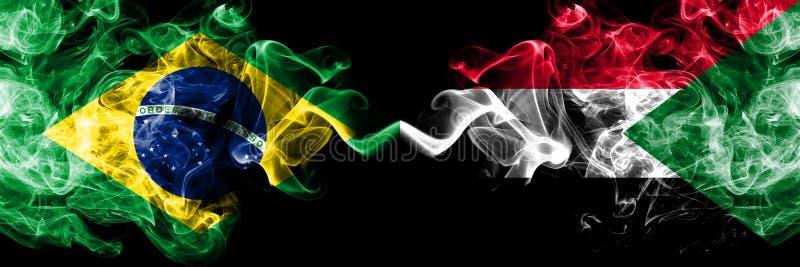 Βραζιλία εναντίον του Σουδάν, σουδανέζικες σημαίες καπνού που τοποθετούνται δίπλα-δίπλα Πυκνά χρωματισμένες μεταξωτές σημαίες καπ στοκ εικόνα