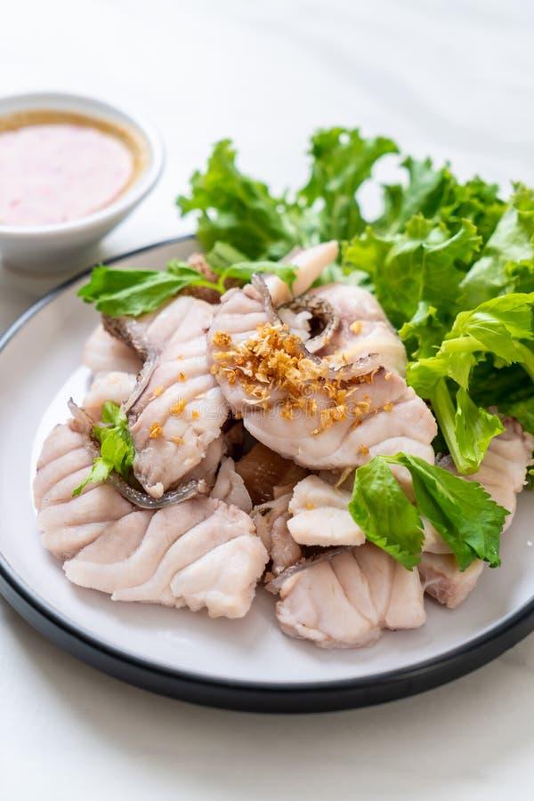 Βρασμένη εμβύθιση ψαριών με τη σάλτσα στοκ φωτογραφίες με δικαίωμα ελεύθερης χρήσης