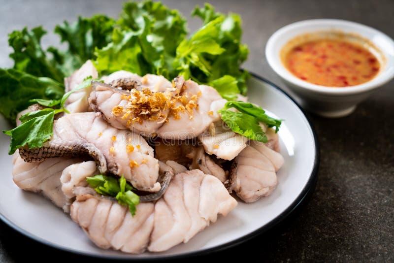 Βρασμένη εμβύθιση ψαριών με τη σάλτσα στοκ εικόνες με δικαίωμα ελεύθερης χρήσης