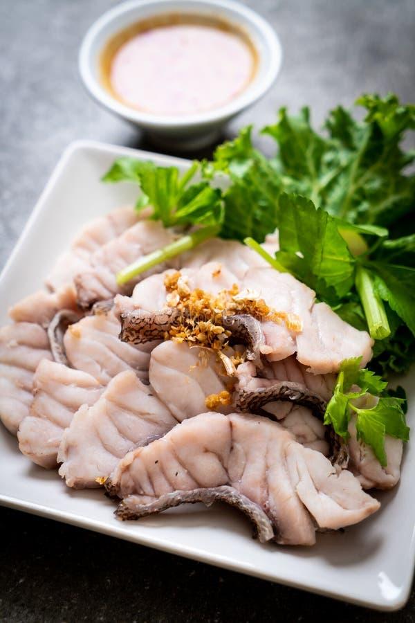 Βρασμένη εμβύθιση ψαριών με τη σάλτσα στοκ φωτογραφία με δικαίωμα ελεύθερης χρήσης