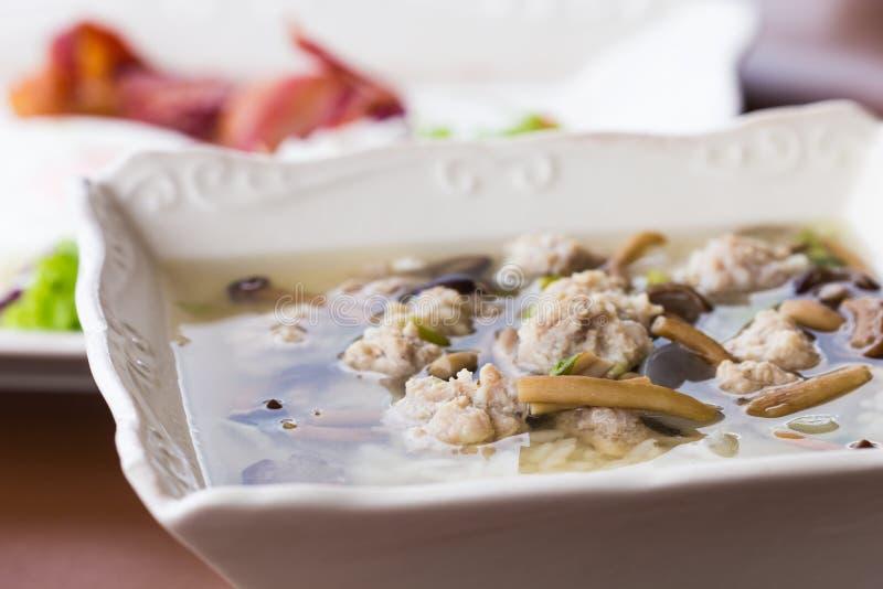 Βρασμένο ρύζι με το χοιρινό κρέας στοκ εικόνα
