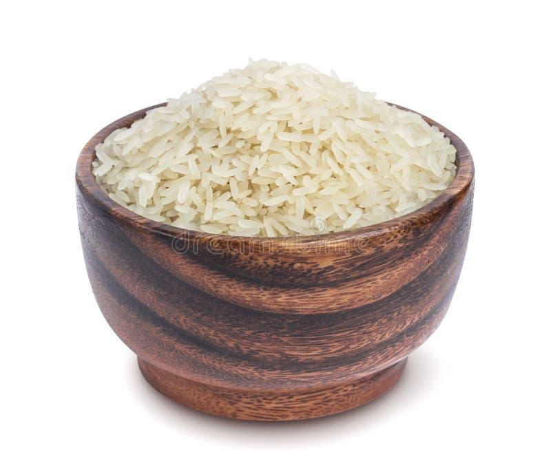 Βρασμένο στον ατμό ρύζι σε ένα ξύλινο κύπελλο που απομονώνεται σε ένα άσπρο υπόβαθρο στοκ εικόνα