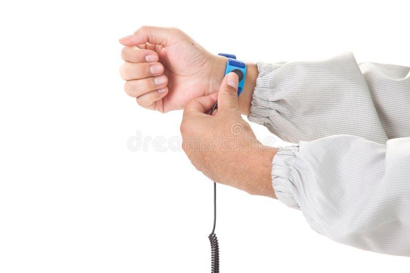 Βραχιόλι σε ετοιμότητα ενός ατόμου που φορά το ύφασμα ESD που απομονώνεται στο μόριο στοκ φωτογραφίες με δικαίωμα ελεύθερης χρήσης