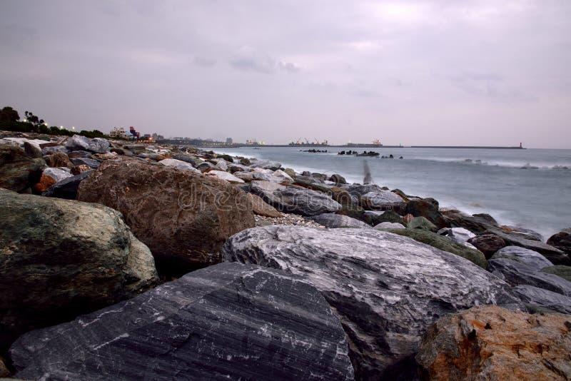 Βραχώδες τοπίο ακτής μακράς έκθεσης στοκ εικόνες