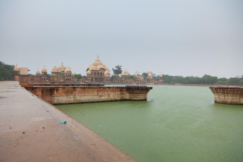 Βροχή σε Kusum Sarovar στοκ φωτογραφία με δικαίωμα ελεύθερης χρήσης