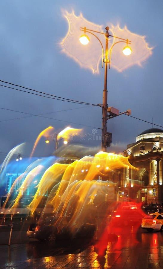Βροχερός καιρός στην πόλη της Μόσχας Φωτογραφία βραδιού χρώματος